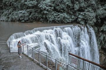 'Đổ đứ đừ' trước vẻ hùng vĩ của thác nước Thập Phần Đài Bắc