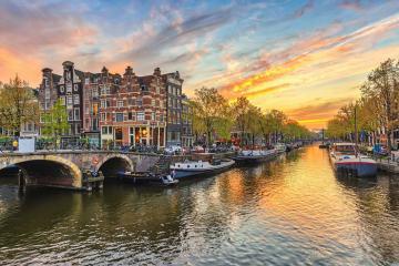 Kênh đào ở Amsterdam Hà Lan: lãng mạn mê hoặc lòng người