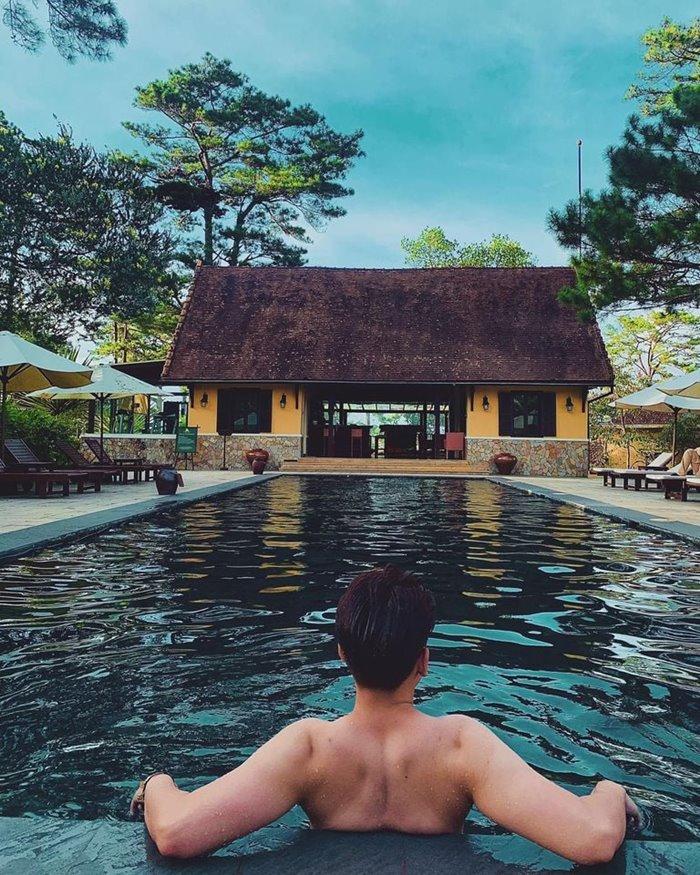 bể bơi ở  Ana Villas Dalat Resort & Spa- khu nghỉ dưỡng giữa rừng ở Đà Lạt