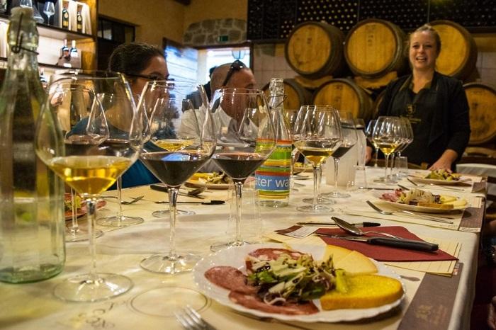 Rượu thưởng thức với đồ ăn Ý - Ẩm thực Florence
