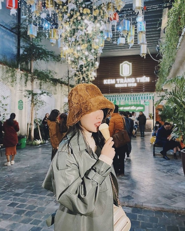 Ăn kem Tràng Tiền Hà Nội vào mùa đông