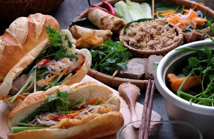 Bánh mì Việt Nam - Top 16 món ăn đường phố ngon nhất thế giới