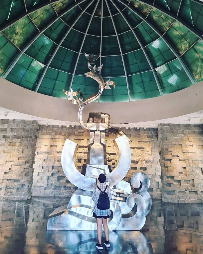 bảo tàng Côn Đảo-  chụp hình làm kỷ niệm