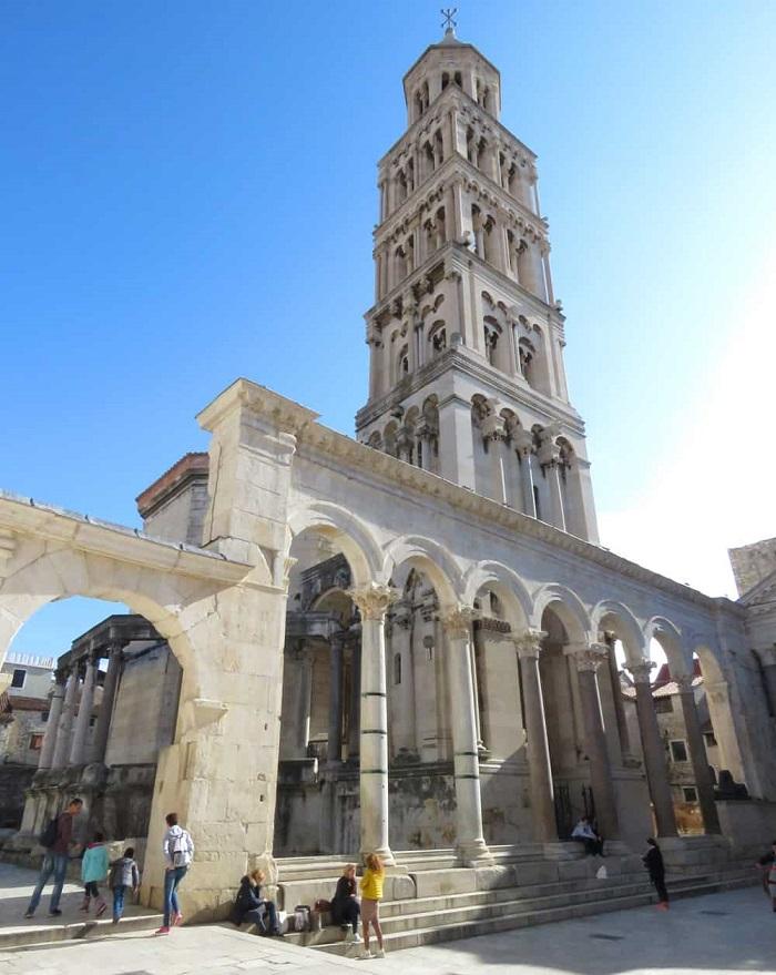 Tháp chuông -  Cung điện Diocletian Croatia