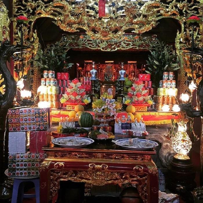 altar - sacred place at Voi Phuc Temple