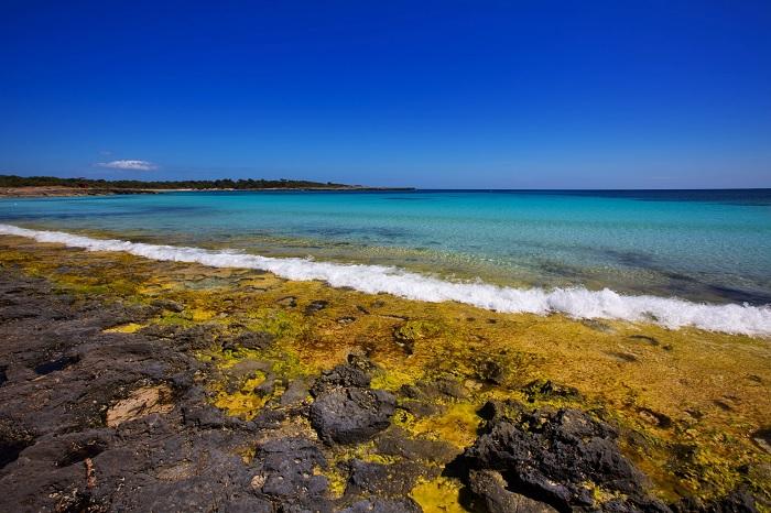 Bãi biển Cala Macarella- Du lịch đảo Menorca
