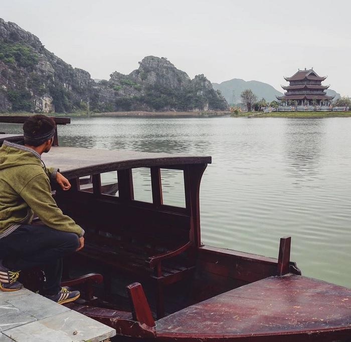 thuyền - phương tiện đến Chùa Vàng Ninh Bình