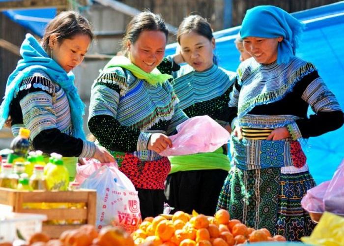 Khám phá vẻ đẹp và văn hóa của chợ Mường Hum