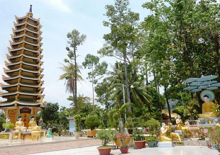 chùa Tam Bảo Hà Tiên- khuôn viên chùa