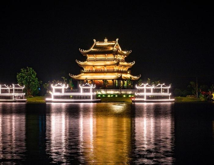 ban đêm - khung cảnh đẹp tại Chùa Vàng Ninh Bình