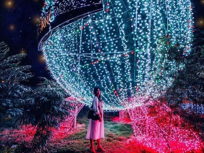 Những góc sống ảo đẹp mê ly tại công viên ánh sáng Pha Luông