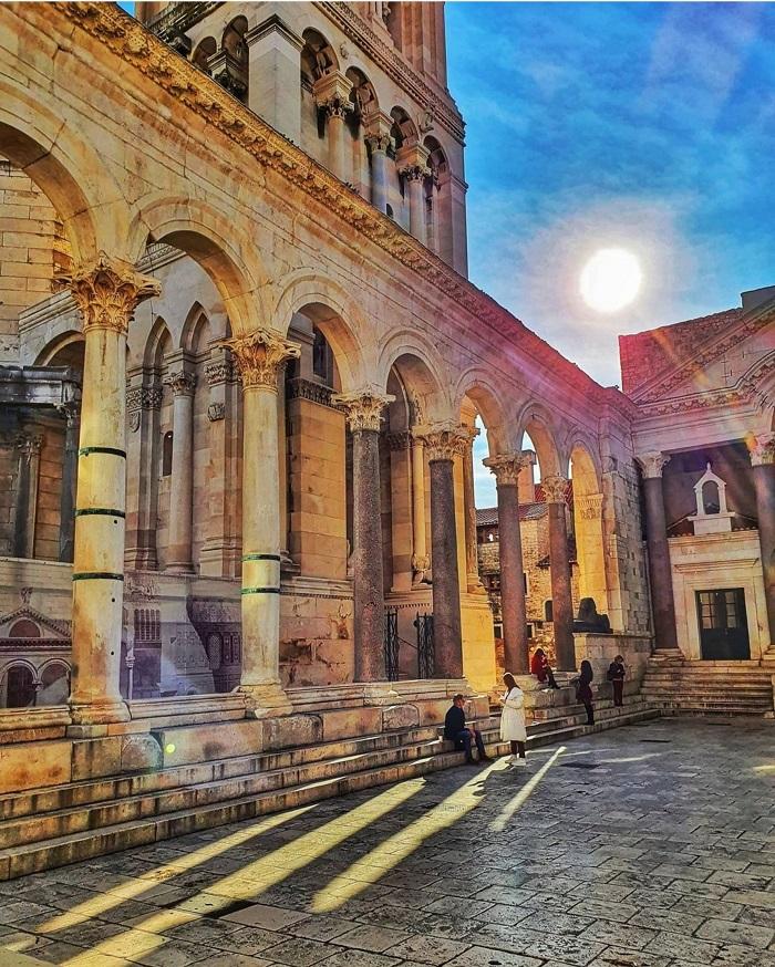 Peristyle là quảng trường Trung tâm của Cung điện Diocletian