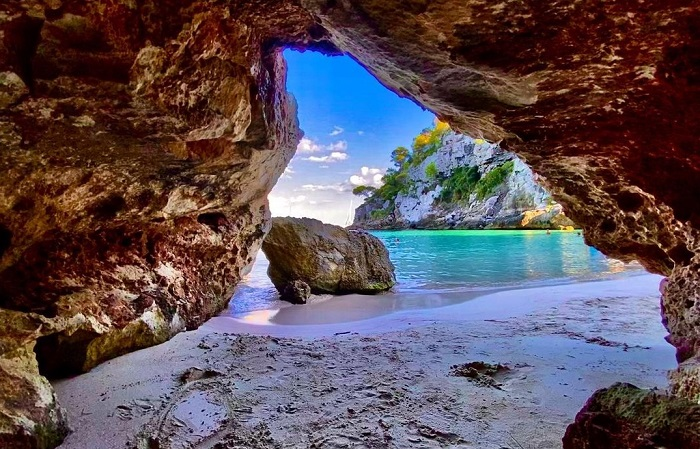 Những bãi biển nguyên sơ hoang sơ ở Menorca - Du lịch đảo Menorca