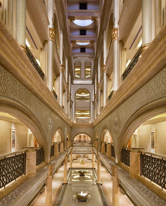 Bên trong Emirates Palace - Địa điểm du lịch Abu Dhabi