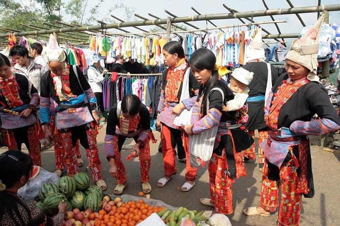 Chợ Sừng Sì Lờ Lầu - Địa điểm du lịch ở Phong Thổ