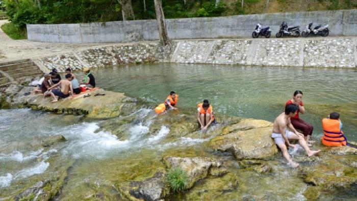 Suối nước nóng Vàng Bó - Địa điểm du lịch ở Phong Thổ