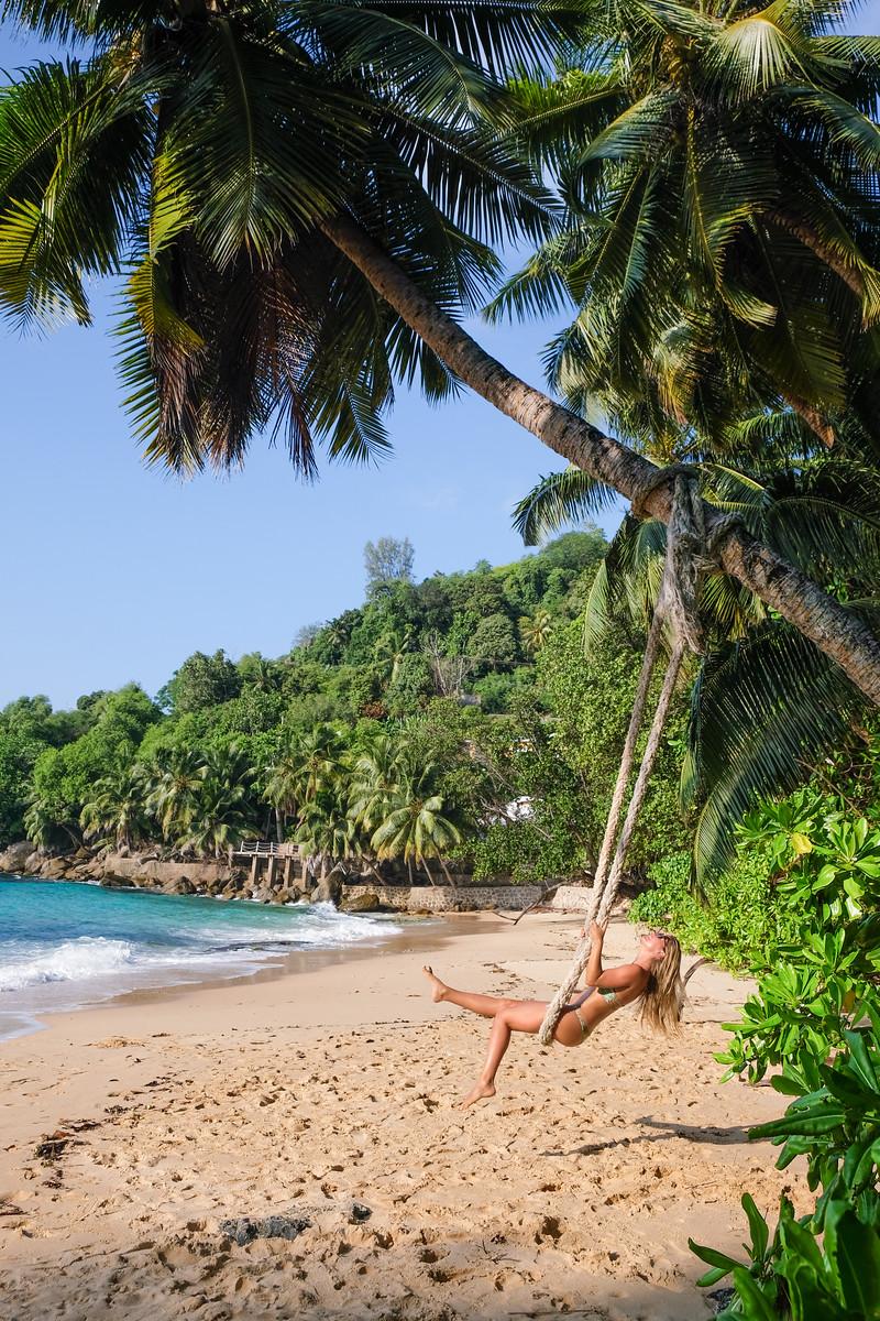 Với những bãi biển cát trắng hoang sơ - Du lịch Seychelles