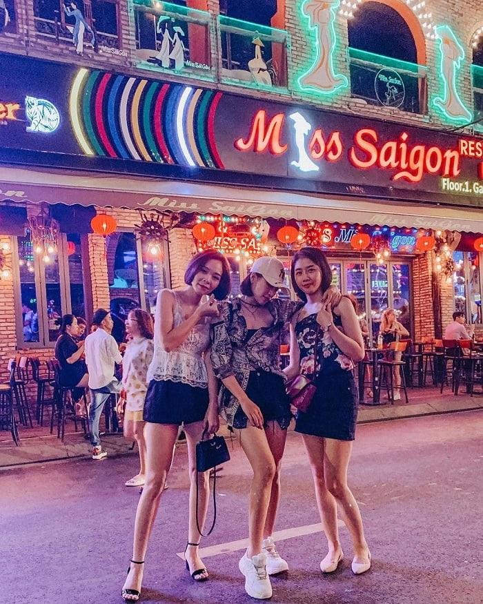du lịch Sài Gòn 1 ngày - Phố Tây Bùi Viện