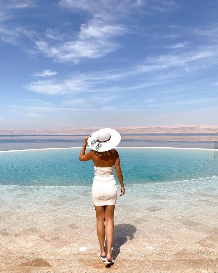 Hò bơi trong khách sạn ở Biển Chết - Du lịch Biển Chết