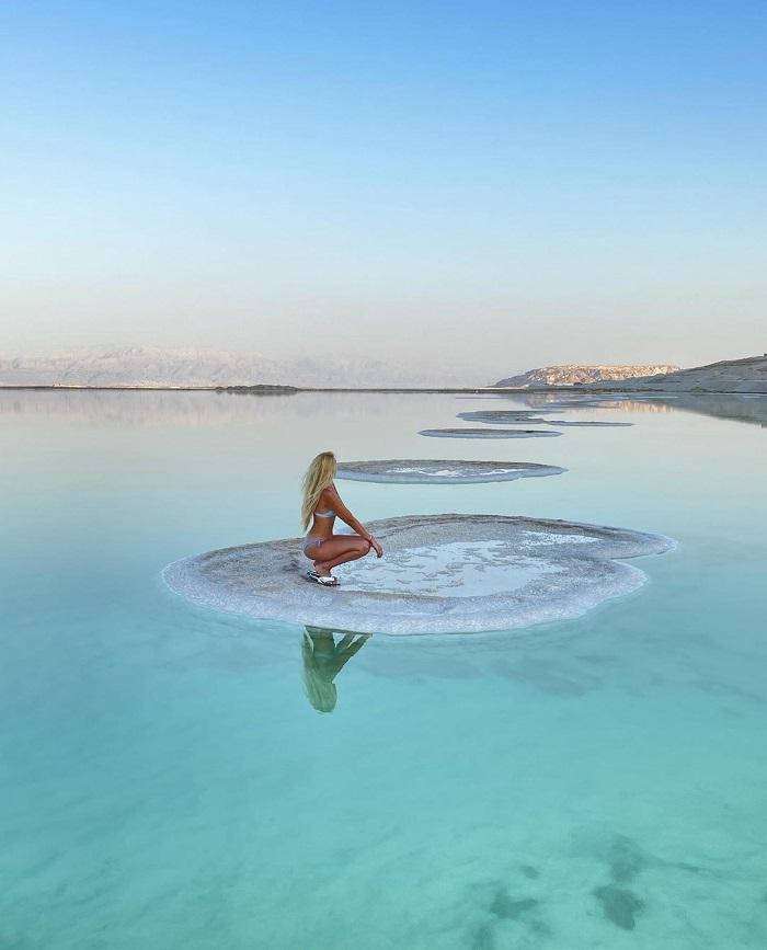 Hàm lượng muối của Biển Chết khiến bạn không thể bơi - Du lịch Biển Chết