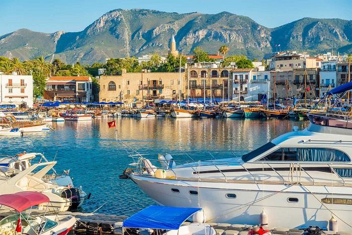 Có nhiều du thuyền tham quan vùng biển đảo Síp - Du lịch đảo Síp