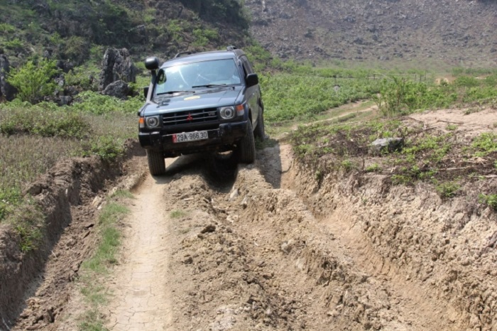 Đường đi đến hang Táu Mộc Châu