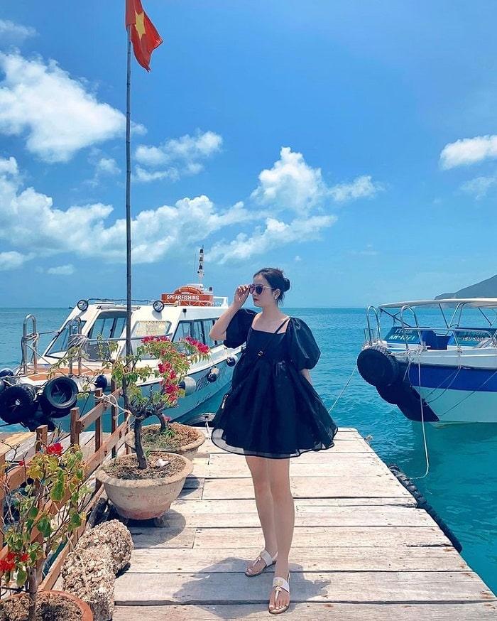Move to Hon Mun Island