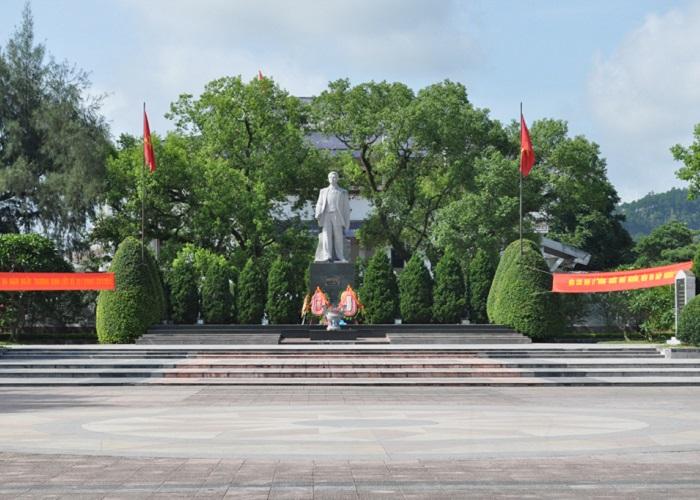 Khu tưởng niệm Hoàng Văn Thụ - đài tưởng niệm
