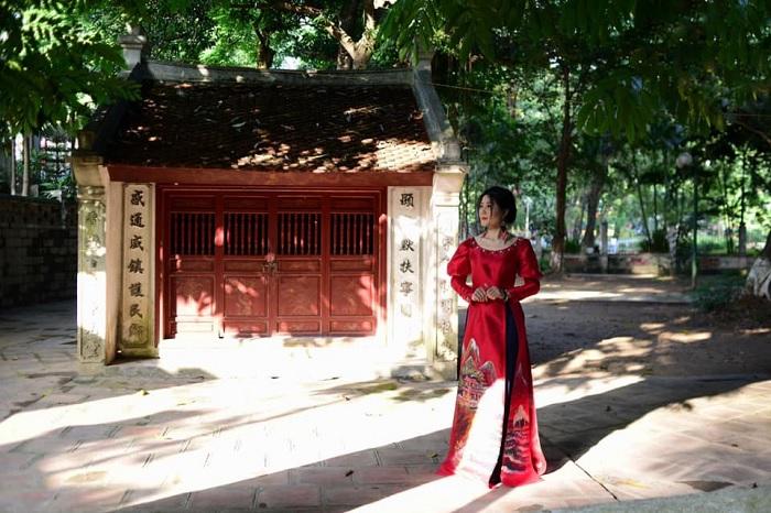 Ao Dai - costume taken with Voi Phuc Temple