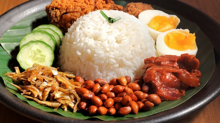 Kinh nghiệm du lịch Kota Kinabalu nên ăn gì? Cơm Nasi Lemak - Món ăn ngon, đặc sản ở Kota Kinabalu