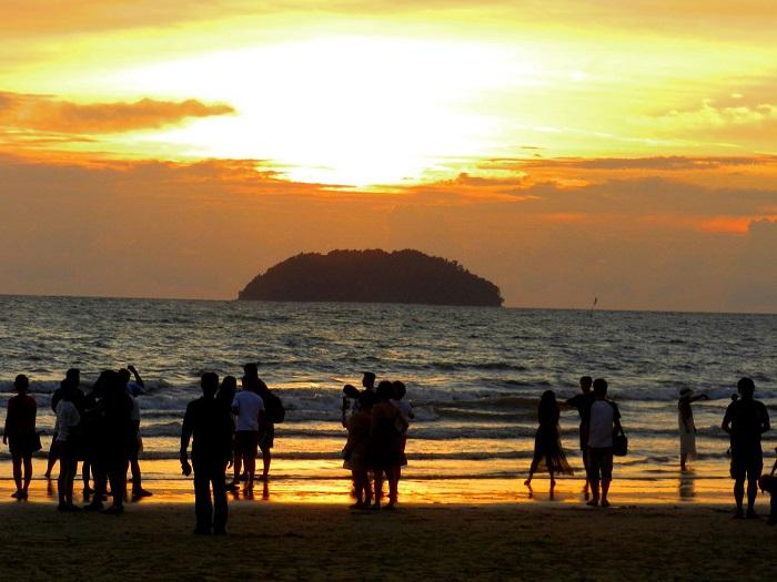 Kinh nghiệm du lịch Kota Kinabalu nên đi đâu? Tanjung Aru Beach - Địa điểm du lịch nổi tiếng ở Kota Kinabalu