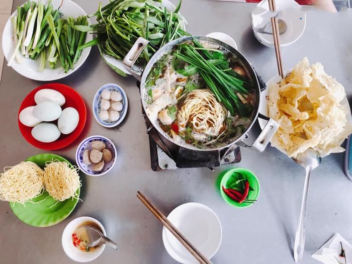 Bật mí top 10 quán ăn ngon Vĩnh Long - Lẩu Tài Có