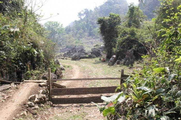 Lối ra vào ở hang Táu Mộc Châu