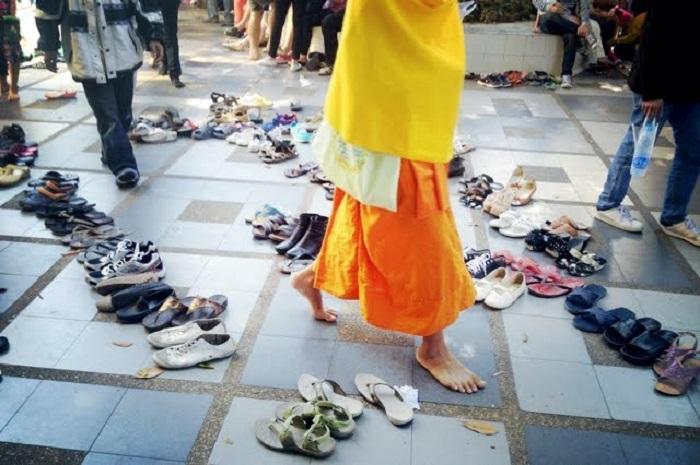 Không mang giày dép vào nơi linh thiêng - Lưu ý khi đi du lịch Kyoto