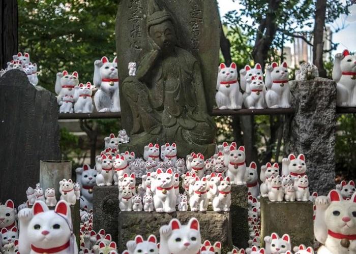 Tìm hiểu về mèo thần tài Maneki Neko ở Nhật Bản