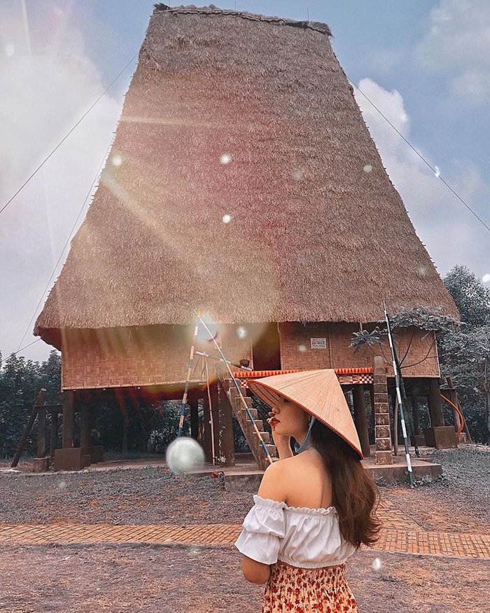 Nhà rông Kon Klor địa điểm sống ảo chất ở Kon Tum