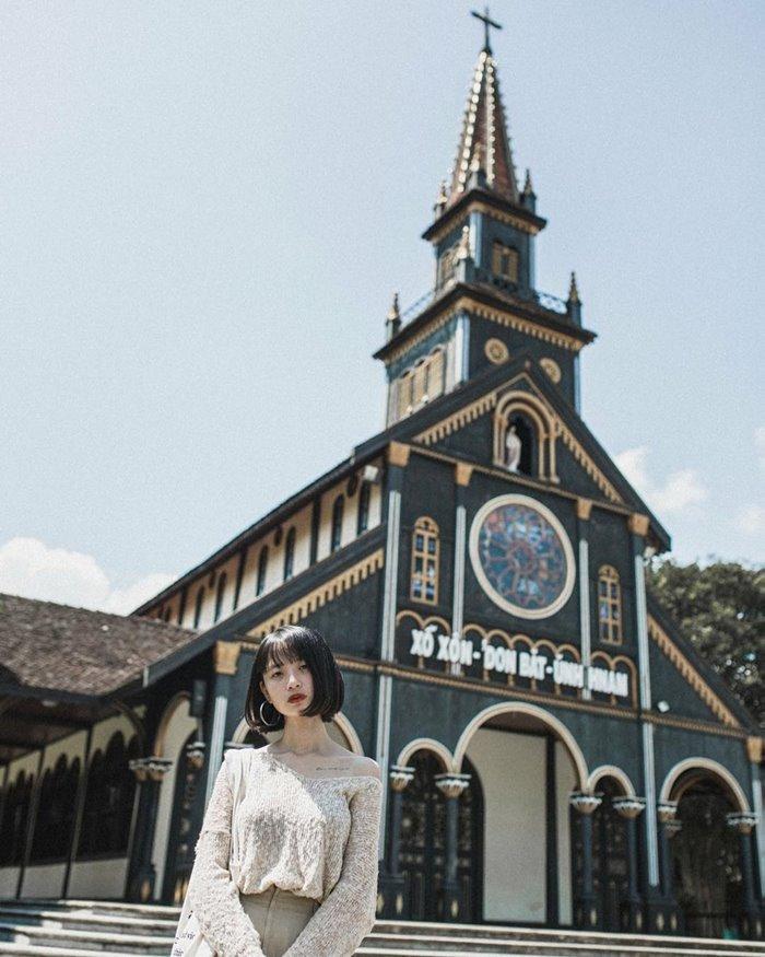nhà thờ gỗ địa điểm sống ảo chất ở Kon Tum