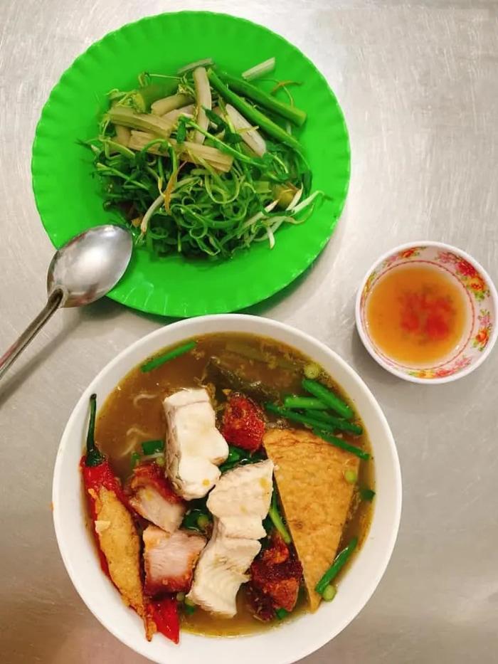 Bật mí top 10 quán ăn ngon Vĩnh Long - Quán ăn cô Ba
