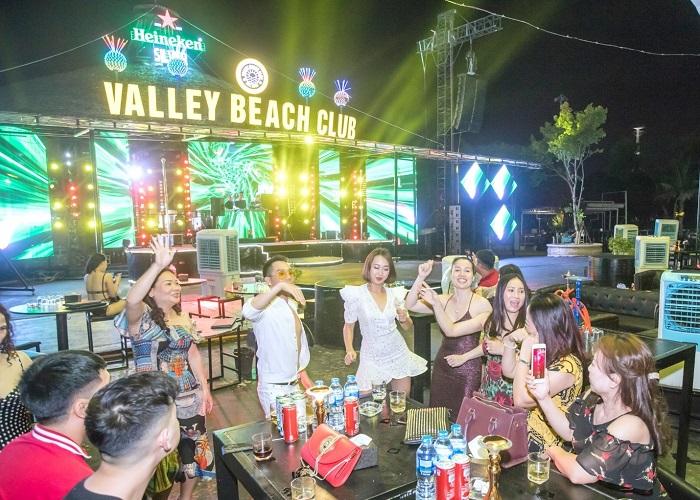 Những quán bar ở Hạ Long - Valley Beach Club