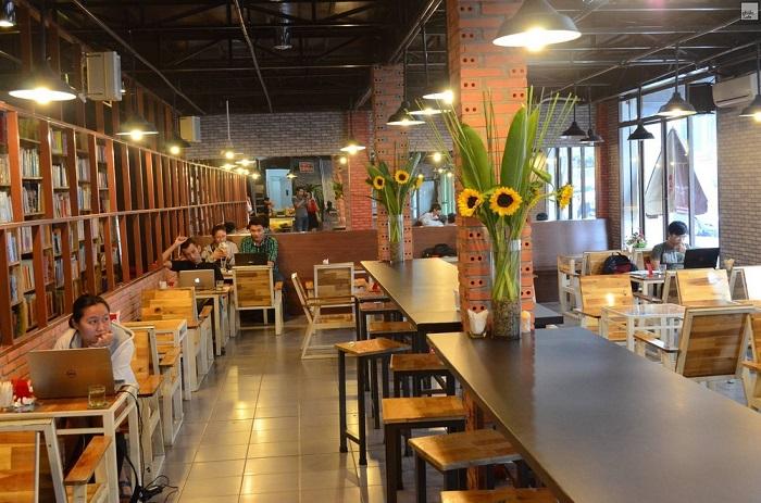 Những quán cafe sách ở Sài Gòn - Hub Book Coffee