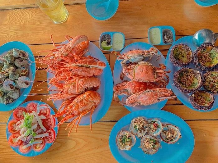 Những quán hải sản ngon rẻ ở Côn Đảo- quán Sang Tuyền thực đơn