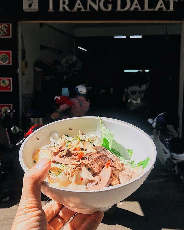 Quán bánh ướt lòng gà tại Đà Lạt Trang