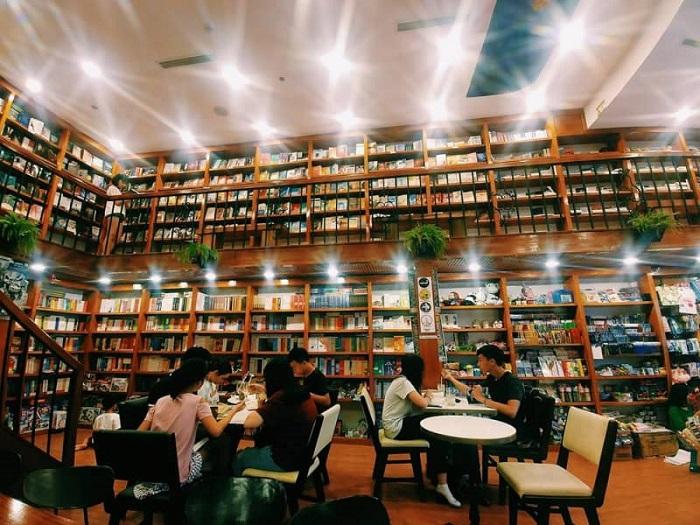 Sài Gòn buồn thì đi đâu?- quán cafe sách