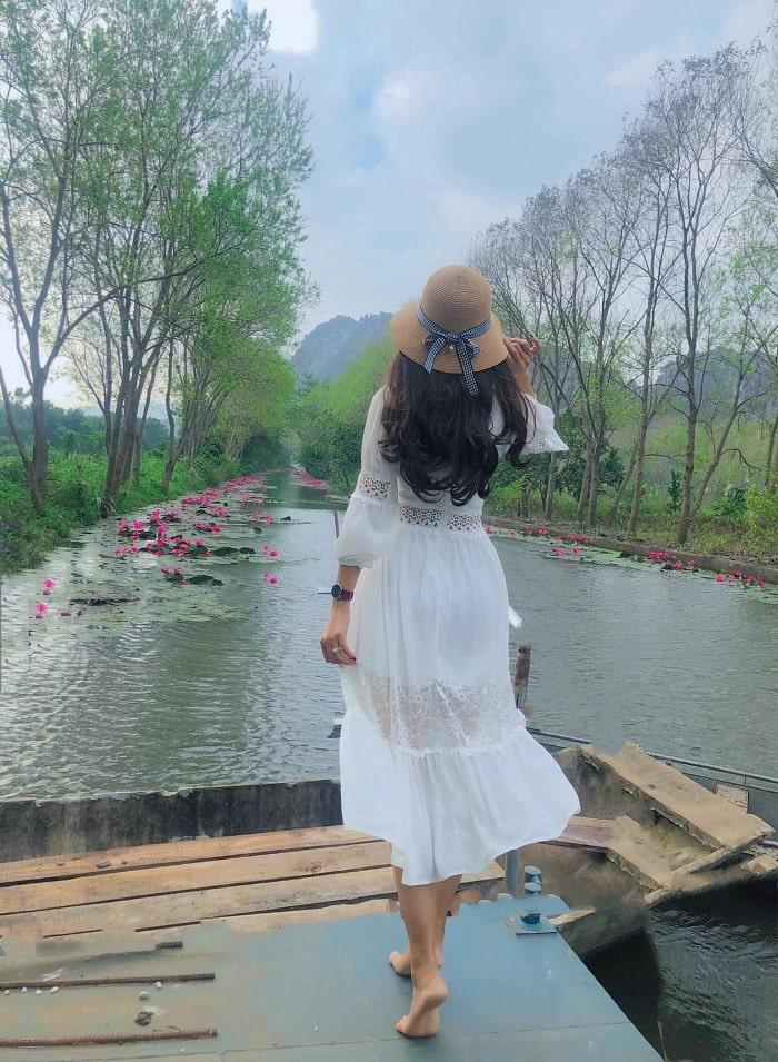 đi thuyền - trải nghiệm đáng thử tại suối Ấu Vĩnh An