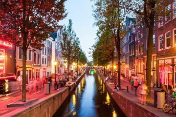 Trải nghiệm du lịch độc đáo tại khu phố đèn đỏ Amsterdam Hà Lan