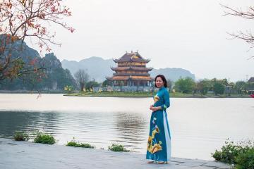 Đến Ninh Bình chiêm ngưỡng ngôi chùa Vàng độc đáo nằm giữa hồ