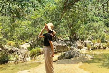 'Đập tan' cái nóng tại Khe Nước Lạnh Quảng Bình