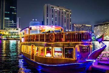 Trải nghiệm taxi nước truyền thống cùng nhiều điểm đến thú vị trên lạch Dubai
