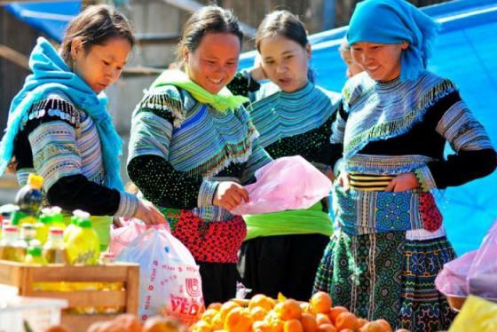 Thong dong dạo bước khám phá văn hóa chợ Mường Hum