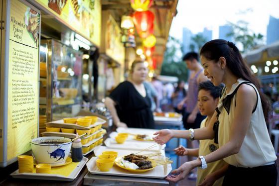 'Chén sập' các khu ăn uống giá rẻ ở Singapore ngon nức tiếng